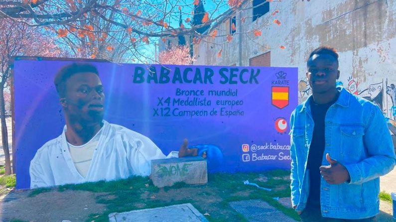 Ante el ataque al mural de Babacar Seck: ¡No al racismo en Oliver!